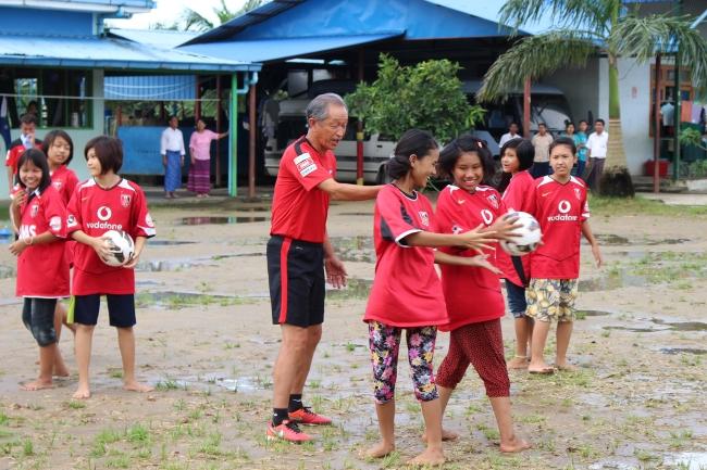 【浦和レッズ・SDGs】草の根国際交流「浦和レッズハートフルサッカーinアジア」開催に伴う衣料品等の募集について