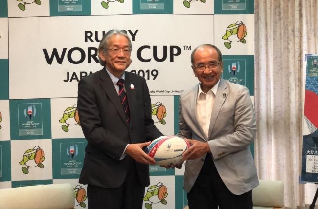「ラグビーワールドカップ2019™日本大会」開催都市におけるラグビーの普及を支援 大分県の小学校へラグビーボールを寄贈