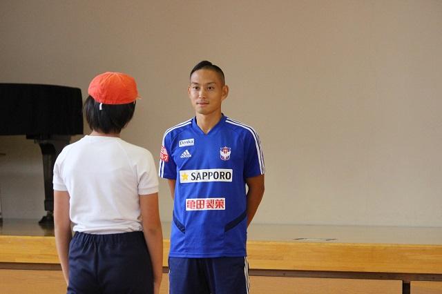 早川史哉選手が新潟市立新関小学校を訪問
