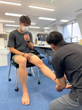 足の状態確認・問診