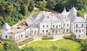 Top 10 Most Expensive Homes of footballer (Drogba spent 21 Million)