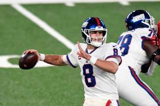 Daniel Jones' star quickly fading as New York Giants seek answers