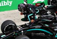 Photo of Lewis Hamilton triumphs at Bahrain Grand Prix after Romain Grosjean crash