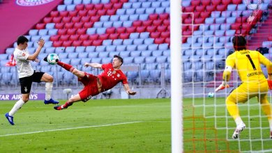 Photo of Lewandowski nets hattrick as Bayern Munich demolish Borussia Monchengladbach