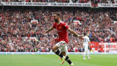 Photo of Fernandes nets hat trick as Manchester United record opening day win