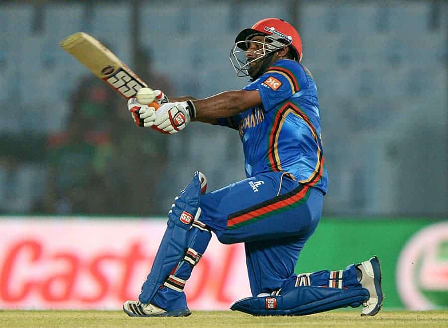Mohammad Shahzad goes for a big slog