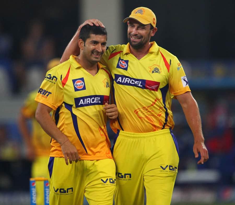 Mohit Sharma getting congratulte by Hilfenhaus