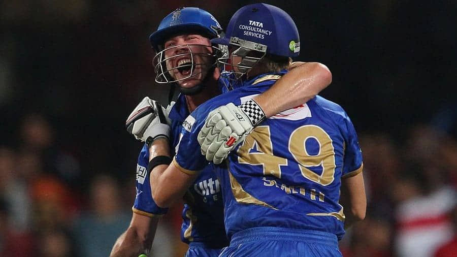 Smith and Faulkner celebrate their unbelivable win over RCB