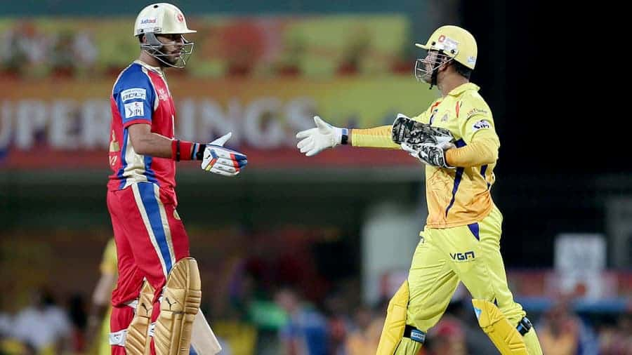 Yuvraj and Dhoni shake hands after the match