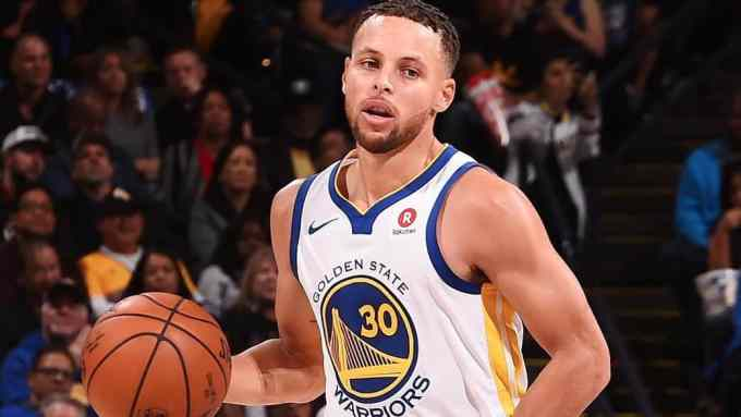 Stephen Curry playing for Golden State Warriors