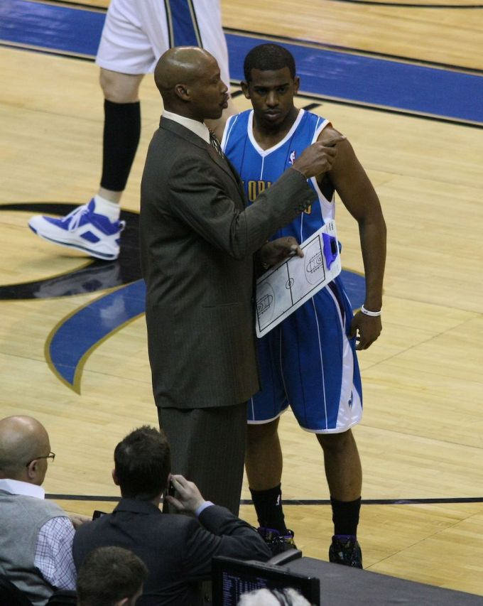 Chris Paul Talking With Hornets Coach Byron Scott 2009