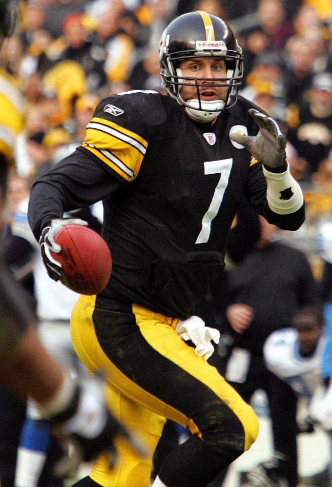 Photo of Ben Roethlisberger of Pittsburgh Steelers in action