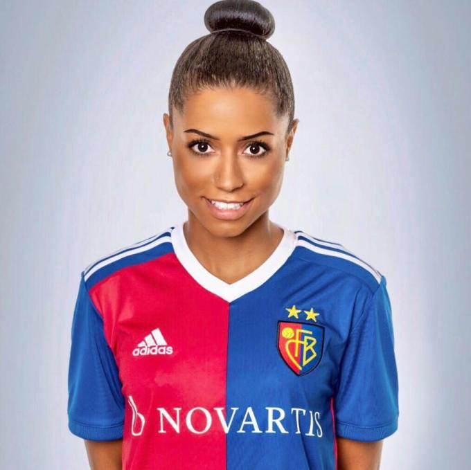 Nicole Banecki - Female Football Soccer Player