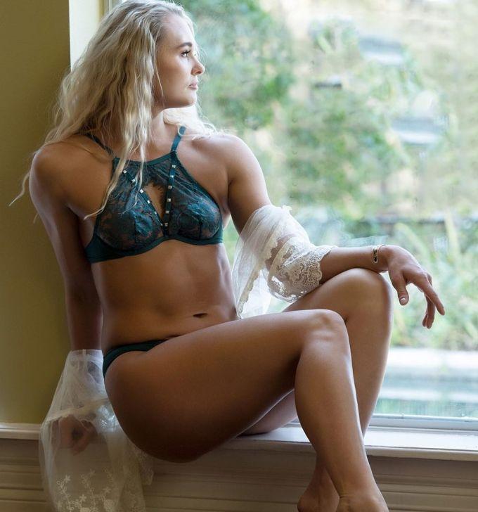 Andrea Lee – Sexy Female MMA Fighter