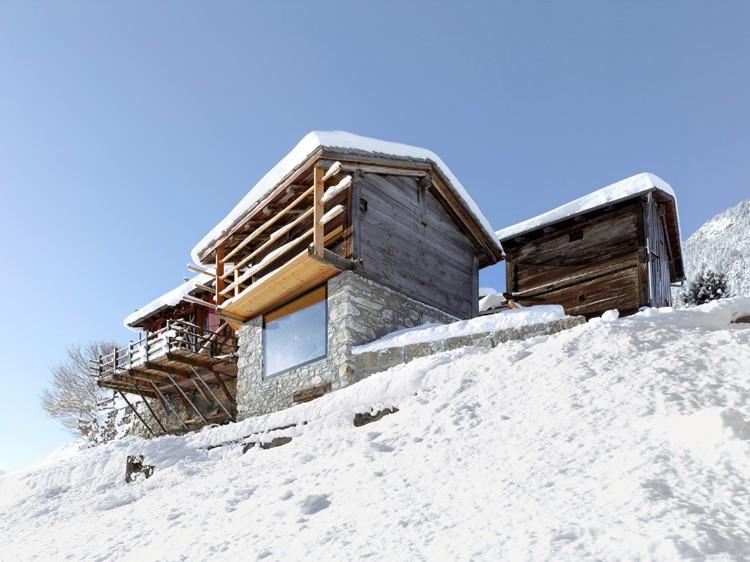 Un vechi grajd cu hambar pentru fân este transformat într-o modernă căsuţă de vacanţă