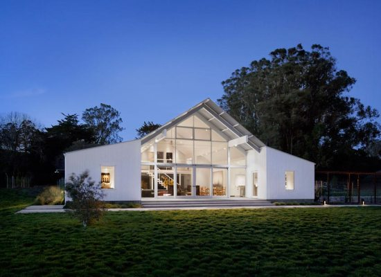 O casă modernă, pasivă, în formă de hambar