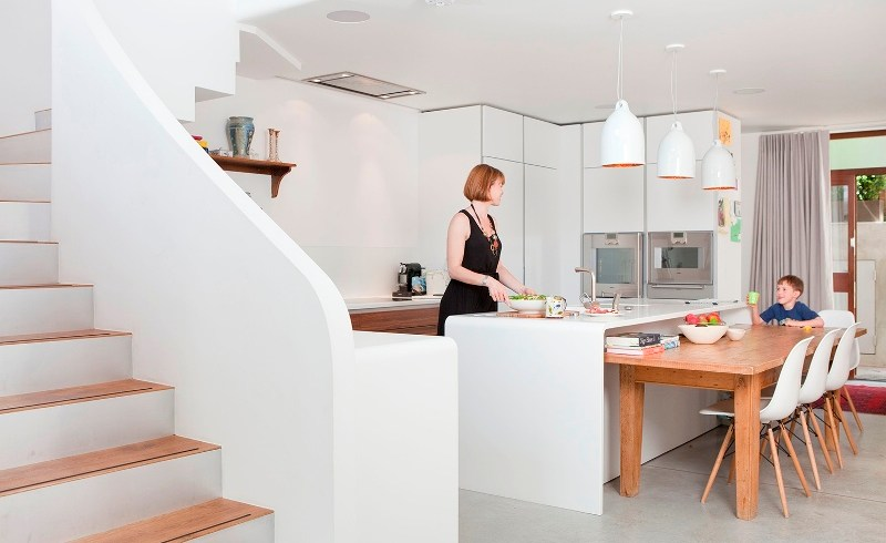 Amenajarea unei bucătării moderne: din showroom în centrul vieţii tale