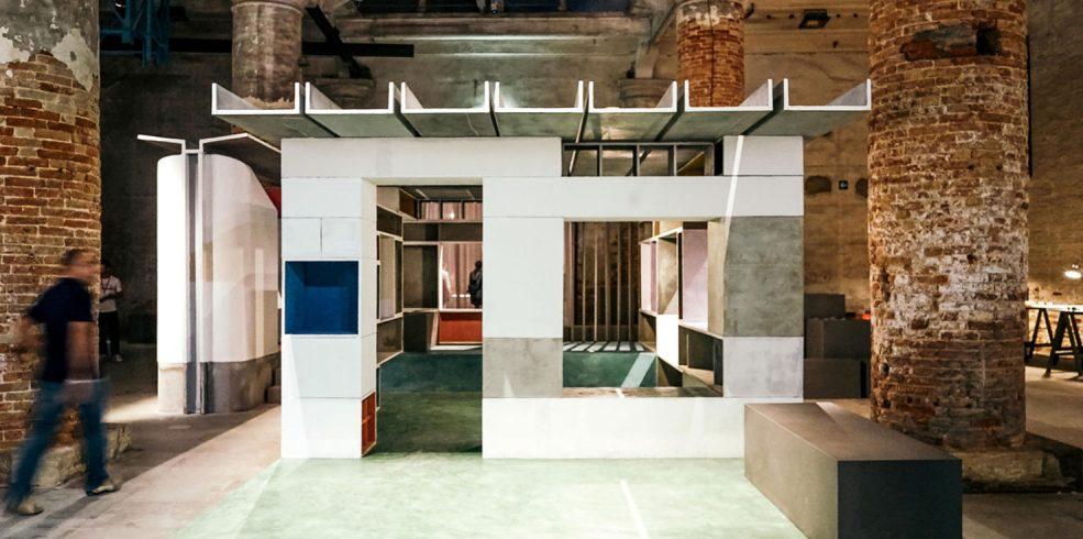 Noi tehnici de armare a cimentului în această casă modulară prezentată la Bienala de arhitectură de la Veneţia