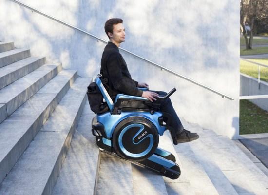Scewo, un scaun cu rotile pentru secolul 21. Merge pe scări şi integrează tehnologiile momentului