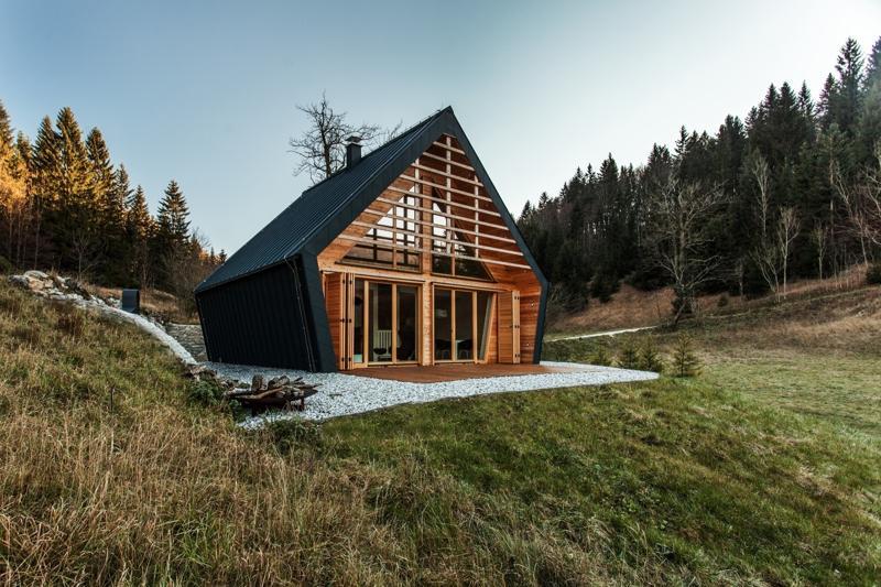 Un proiect premiat : cabană de lemn de 82 mp cu 2 dormitoare