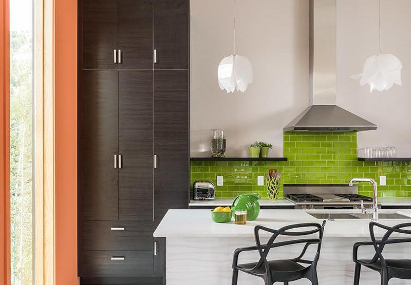 5 moduri grozave de a personaliza o bucătărie cu mobilă de serie