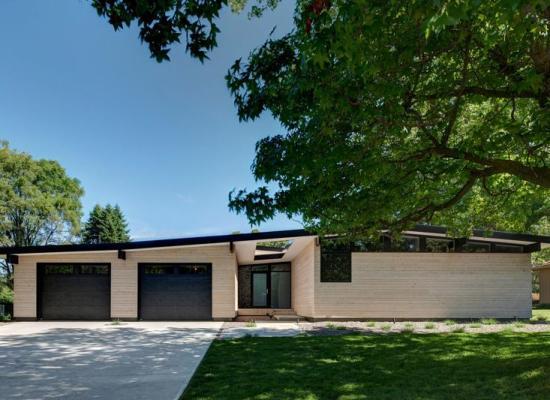 Transformare: o casă modernă eficientă energetic pe un singur nivel