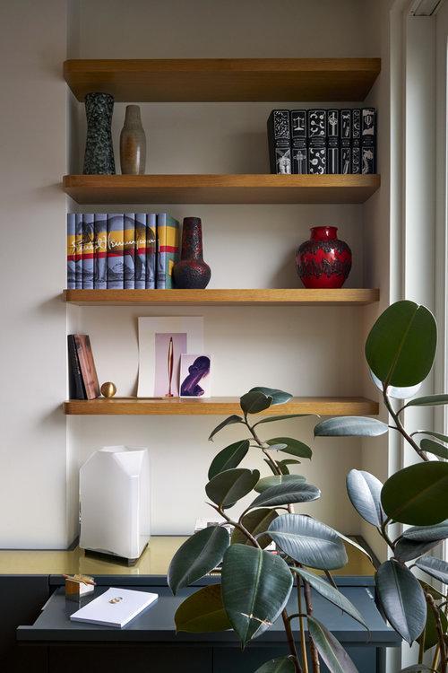 apartament decorat cu elemente din alama 1 birou