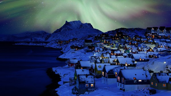 Nuuk Old Town Northern Light, Greenland | Windows 10 ...
