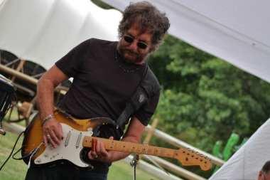 Emerald City slider guitarist Joe Mele.