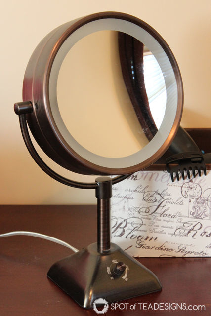 Holiday #Gift Guide - idea for her: lit vanity mirror | spotofteadesigns.com