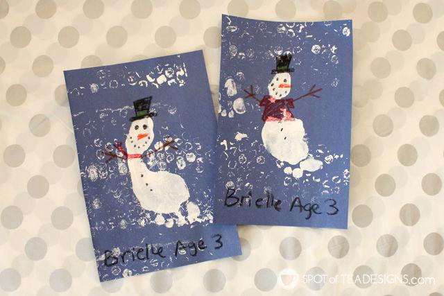 Winter Kids Craft Snowman Footprint with bubble wrap printmaking technique. #kidscraft #wintercrafts #printmaking   spotofteadesigns.com