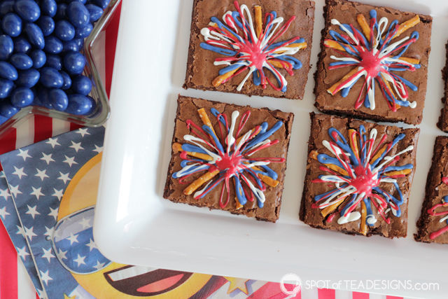 Patriotic Fireworks Brownies - sweet and salty dessert for Fourth of July! | spotofteadesigns.com