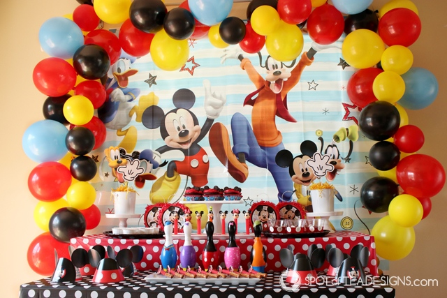How to make a balloon arch - create a frame for a mickey mouse party | spotofteadesigns.com