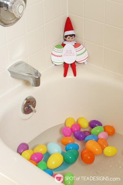 Elf on the Shelf Easter Egg Bath Activity with free printable tag | spotofteadesigns.com