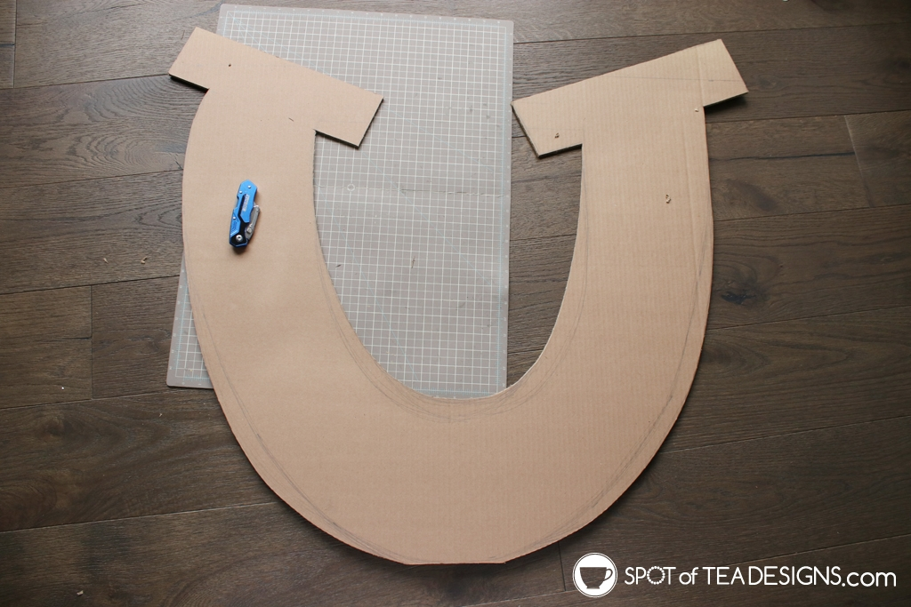 Spirit Party | DIY Horseshoe Party Backdrop | spotofteadesigns.com