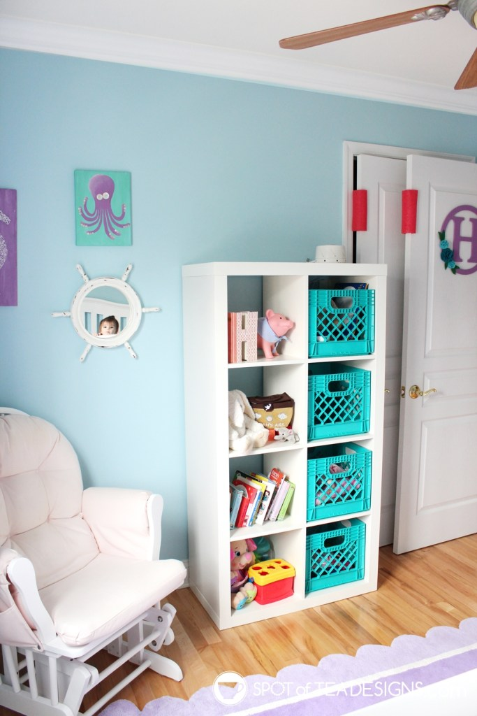 Under the sea nursery tour - bookshelf side | spotofteadesigns.com