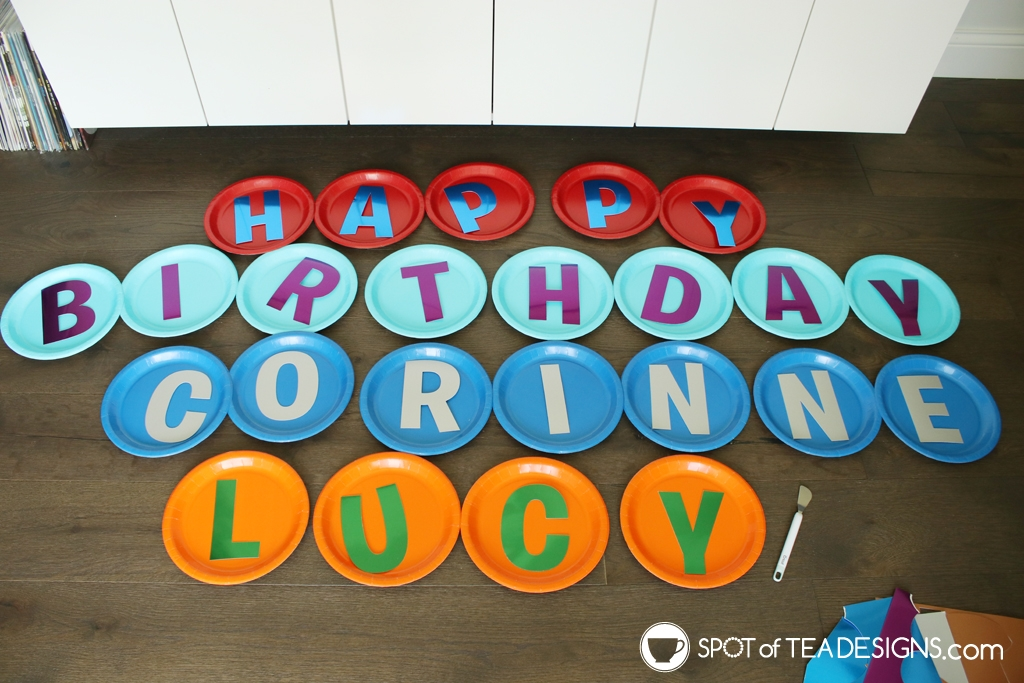 Paper plate yard signs for birthdays | spotofteadesigns.com