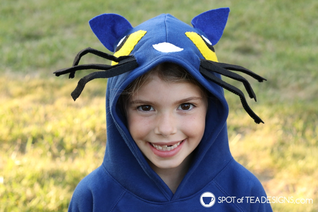 Pete the Cat DIY Hoodie Halloween Costume | Spotofteadesigns.com