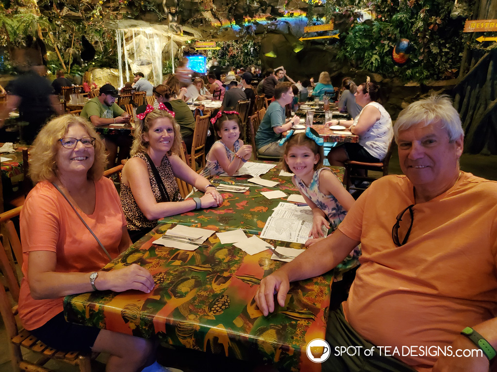 Our Disney World Vacation budget - food cost included | spotofteadesigns.com