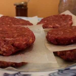 recept hamburger spoza plota