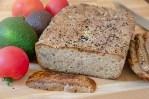 Chleb z pestkami dyni i siemieniem lnianym