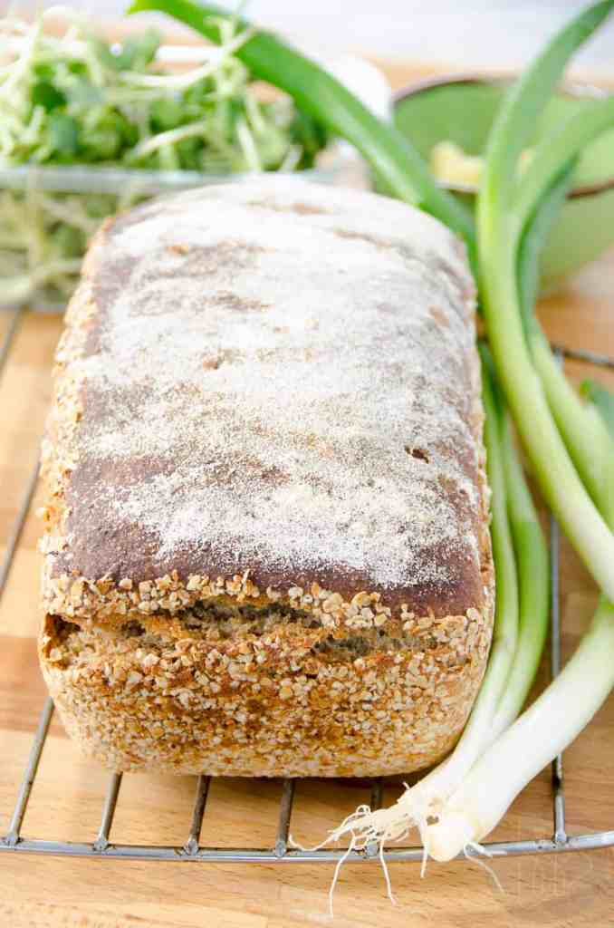 chleb z maki pelnoziarnistej