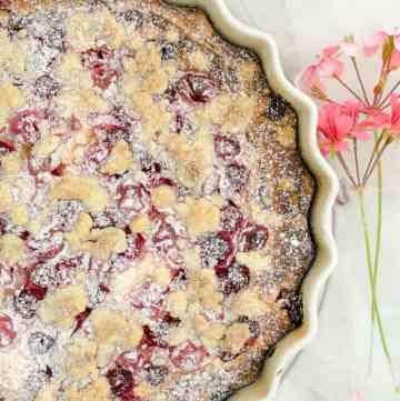 ciasto ucierane z serem i malinami