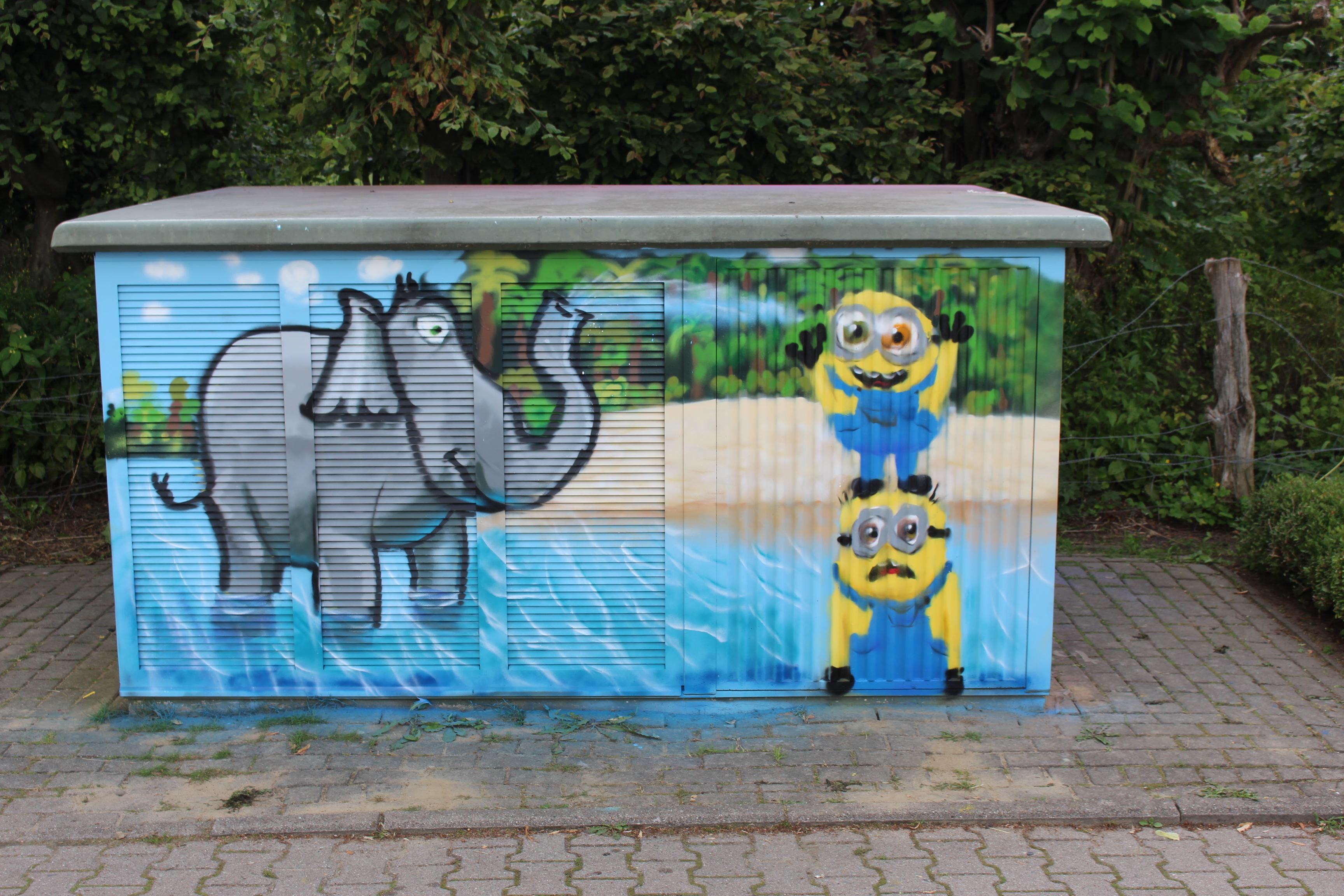 Graffitiprojekt Kröppelshagen Trafostation Seite2 Elefant Strand Minions
