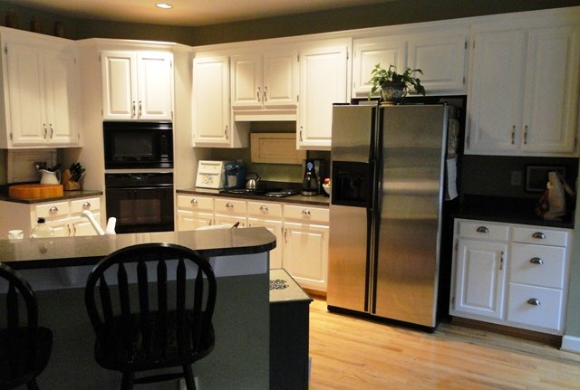 how to spray paint kitchen cabinets easily 646