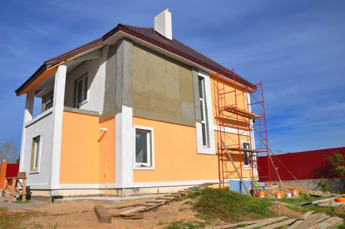 painting exterior of the house