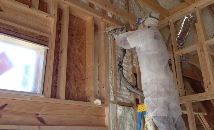 benefits and advantages of using expanding spray foam insulation
