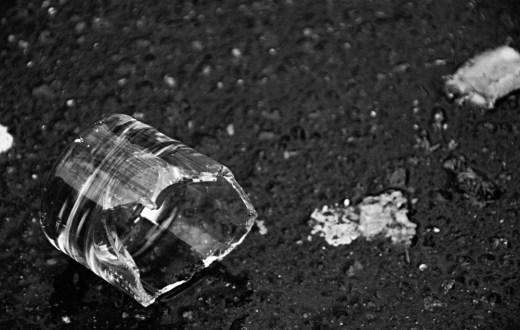 Izvor. http://lacot.org/pictures/2008/04/paris/broken-glass.jpg