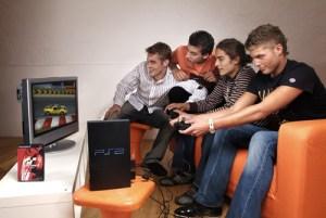 Prijatelji studenta-genijalca vjeruju kako će se do idućih ispitnih rokova i oni uozbiljiti i nabaviti barem Playstation 3