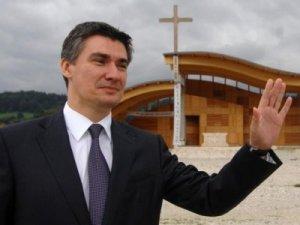 Nakon gafa s odgovorenim pitanjem premijer Milanović pohitao je na obuku kod najvećih svjetskih stručnjaka za demagogiju i izbjegavanje odgovora